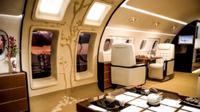 Pesawat itu memiliki ruang utama, kamar-kamar tidur, kamar mandi berdiri, ruang makan, dapur dengan fungsi lengkap, stasiun dudukan iPod, televisi, perangkat Blu-ray dan WiFi. (Sumber Embraer via news.com.au)