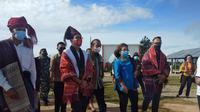 Menteri Pariwsata dan Ekonomi Kreatif (Menparekraf) Sandiaga Uno meninjau kawasan wisata Huta Ginjang, Kabupaten Tapanuli Utara