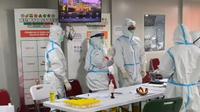 Tenaga kesehatan di Rumah Sakit Darurat COVID-19 Wisma Atlet, Kemayoran, Jakarta Pusat (Foto: Adhiramsyah Choesin)