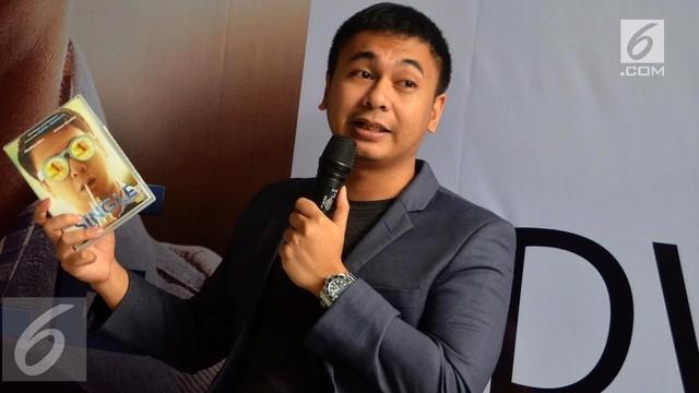 Joko Anwar mengaku tahu penyebab angkernya rumah Raditya Dika yang dianggap berhantu.