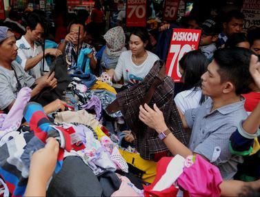 20160626- Baju Diskon Jadi Buruan Warga-Jakarta- Gempur M Surya