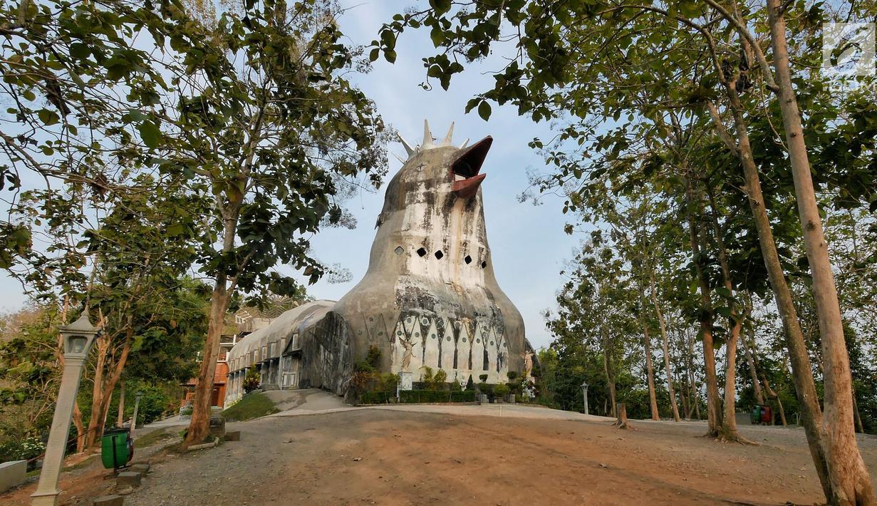 Penampakan Gereja Ayam di Bukit Rhema, Magelang, Jawa Tengah, Jumat (19/10). Bukit Rhema merupakan tempat wisata religi yang masyarakat lebih mengenalnya sebagai Gereja Ayam. (Liputan6.com/Herman Zakharia)