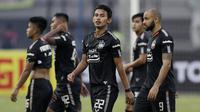 Pemain PSIS Semarang tampak lesu usai ditaklukkan Persija Jakarta pada laga Liga 1 di Stadion Patriot, Bekasi, Minggu (15/9). Persija menang 2-1 atas PSIS. (Bola.com/M Iqbal Ichsan)