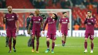 Pemain Manchester City merayakan kemenangannya usai melawan Tottenham Hotspur pada pertandingan Liga Inggris di Wembley Stadium di London (14/4). Kemenangan ini mendekatkan Manchester City sebagai juara Liga Inggris. (AP Photo / Tim Ireland)