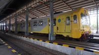 KA Prameks merupakan angkutan kereta yang nantinya akan diganti dengan KRL untuk jalur Solo - Jogja.(Liputan6.com/Fajar Abrori)