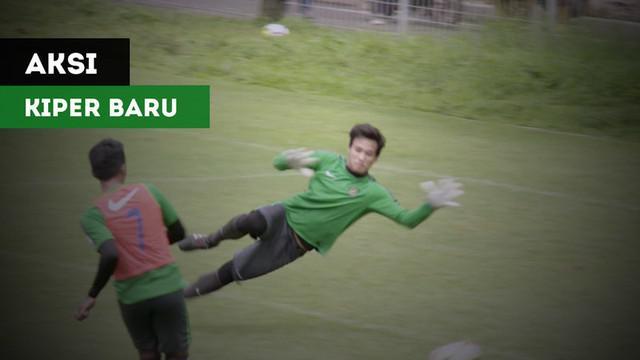 Berita video beberapa aksi dari kiper baru Timnas Indonesia U-23, Muhammad Ridho, dalam latihan yang digelar di Lapangan ABC Senayan, Senin (19/2/2018).