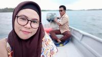 Zaimah, sarjana Matematika yang mengabdikan dirinya menjadi manusia laut demi bisa mengajar anak-anak SMP 48 di Pulau Pecong, Kepri. (foto: Liputan6.com/ajang nurdin)