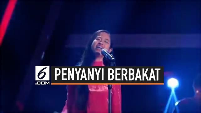 Empat juri The Voice Jerman dibuat terpana seorang gadis Indonesia bernama Claudia Emmanuela Santoso. Claudia berhasil membuat semua juri berdiri dari kursi dan memberikan empat '' yes.''
