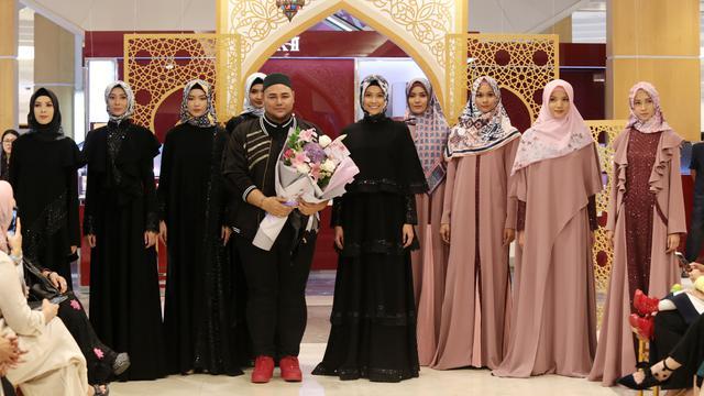 Tampil Syari Dan Stylish Saat Lebaran Dengan Busana Ivan Gunawan Fashion Beauty Liputan6 Com