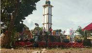 Tugu Equator sebagai tanda garis khatulistiwa melintas di atas Desa Lipat Kain. (Liputan6.com/M Syukur)
