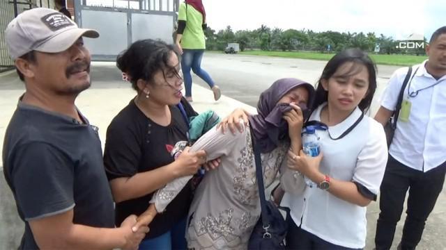 Dua dari lima korban tabrakan bus karyawan di Penang, Malaysia tiba di Kualanamu, Sumatera Utara.