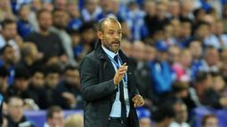 Pelatih Porto, Nuno Espirito Santo saat memberikan arahan kepada para pemain FC Porto saat melawan Leicester City pada lanjutan liga Champions grup G di Stadion King Power, Leicester, Rabu (28/9/2016) dini hari WIB. (AP Photo/Rui Vieira)