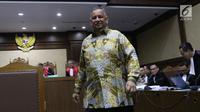 Dirut PT PLN (Persero), Sofyan Basir usai memberikan kesaksian untuk terdakwa kasus suap pembangunan PLTU Riau-1, Johannes Budisutrisno Kotjo pada sidang lanjutan di Pengadilan Tipikor, Jakarta, Kamis (25/10). (Liputan6.com/Helmi Fithriansyah)