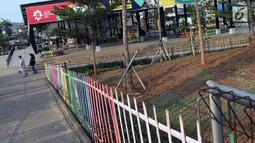 Kondisi salah satu pintu masuk kawasan RTH/RPTRA Kalijodo, Jakarta. Selasa (24/7). Sebelumnya, warganet ramai membahas di media sosial ihwal kondisi RTH dan RPTRA Kalijodo yang terlihat terbengkalai. (Liputan6.com/Helmi Fithriansyah)