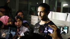 Mantan suami Julia Perez, Gaston Castano memberikan keterangan usai menjenguk Jupe di RSCM, Jakarta, Kamis (20/4). Gaston berharap Jupe senang akan kehadirannya. (Liputan6.com/Herman Zakharia)
