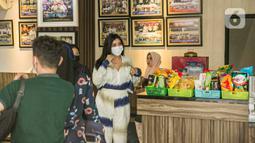 Millen Cyrus bersiap mengikuti gelar perkara terkait penggunan psikotropika benzodiazepine di Direktorat Narkoba Polda Metro Jaya, Jakarta, Senin (1/3/2021). Penangkapan ini merupakan kedua kalinya Millen berurusan dengan aparat penegak hukum. (Liputan6.com/Faizal Fanani)