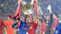 Carles Puyol saat menjuarai Liga Champions bersama Barcelona pada musim 2008-2009. Tahun ini, Puyol akan menyambangi Indonesia untuk memeriahkan tur Piala Liga Champions pada Maret 2019. (AFP/Lluis Gene)