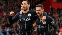 Duo Manchester City David Silva dan Bernardo Silva merayakan gol pada laga Liga Inggris melawan Southampton di St Mary's Stadium, Minggu (30/12/2018). (Twitter EPL)