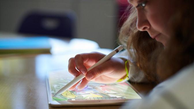 Apple baru saja merilis iPad terbaru berukuran 9,7 inci (sumber: Apple)#source%3Dgooglier%2Ecom#https%3A%2F%2Fgooglier%2Ecom%2Fpage%2F%2F10000