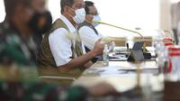 Ketua Satgas Penanganan Covid-19 Doni Monardo (tengah) di Medan, Sumatera Utara Selasa (20/4/2021). (dokumentasi BNPB)