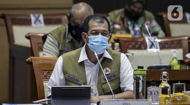 Kepala BNPB Doni Monardo saat rapat dengan Komisi VIII mengenai perkembangan COVID-19 di Gedung DPR, Jakarta Pusat, Senin (13/7/2020). Rapat membahas evaluasi kinerja dan anggaran penanganan COVID-19. (Liputan6.com/Johan Tallo)