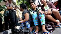 Usaha pemberangkatan TKI Ilegal ke Malaysia terkuak setelah para buruh tidak bisa menunjukkan identitas. (ANTARA FOTO/Eric Ireng)