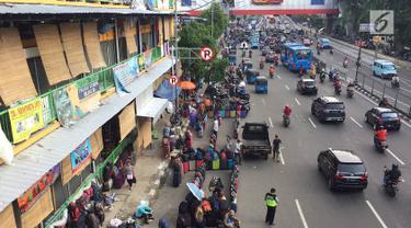 PKL dan Parkir Liar Kuasai Jalan dan Trotoar di Senen