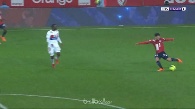 Mantan pemain depan Chelsea, Bertrand Traore mencetak dua gol bagi Lyon di babak pertama, namun tak cukup memberi kemenangan atas ...