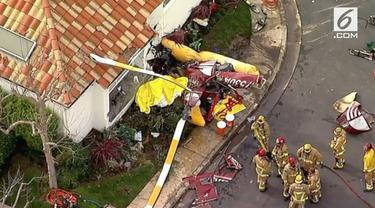 Sebuah helikopter jatuh dan menghantam sebuah rumah di Pantai Newport, California, Amerika Serikat.