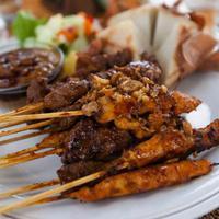 Indonesia begitu kaya dengan makanannya. Setiap tempat selalu ada kuliner yang unik dan enak.