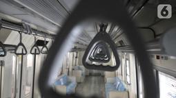 Desain handle kereta LRT Jabodebek di Stasiun Harjamukti, Depok, Jawa Barat (13/10/2019). LRT Jabodebek memiliki panjang 17.300 milimeter (termasuk alat perangkai) dan lebar 2.650 milimeter yang mampu menampung hingga 1.000 penumpang dalam kondisi duduk dan berdiri. (merdeka.com/Iqbal S. Nugroho)