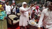 Dewan Penasihat Jaringan Kiai Santri Nasional (JKSN) Khofifah Indar Parawansa saat menghadiri deklarasi dukungan JKNS DKI Jakarta untuk pasangan Joko Widodo-Ma'ruf Amin pada Pilpres 2019 di Jakarta, Rabu (19/12). (Liputan6.com/JohanTallo)