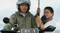 Presiden Jokowi terlihat keren dalam balutan jaket hijau bergaya militer saat menjajal ruas jalan Trans Papua dengan motor trail. (Liputan 6 SCTV)