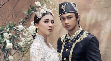 Usung Adat Minahasa, Ini 7 Potret Prewedding Caesar Hito dan Felicya Angelista