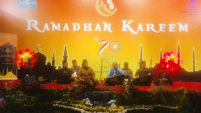 Pertunjukan musik Sufi Qawalli oleh Chisti Brothers dalam acara buka bersama yang diadakan oleh Kedutaan Besar India bekerja sama dengan Nahdlatul Ulama (Liputan6.com/Siti Khotimah)