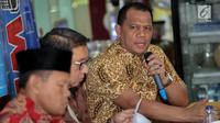 """Direktur Organisasi Masyarakat Direktorat Jenderal Politik dan Hukum, Laode Ahmad P.Balombo memberikan paparan dalam diskusi polemik di Jakarta, Sabtu (15/7). Diskusi tersebut bertemakan """"Cemas Perppu Ormas"""". (Liputan6.com/Faizal Fanani)"""