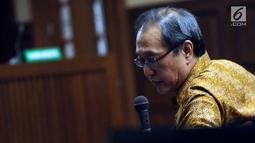 Pengusaha Made Oka Masagung pada sidang lanjutan dugaan korupsi proyek e-KTP dengan terdakwa Setya Novanto di Pengadilan Tipikor, Jakarta, Senin (22/1). Sidang menghadirkan sejumlah saksi dalam proyek pengadaan e-KTP. (Liputan6.com/Helmi Fithriansyah)