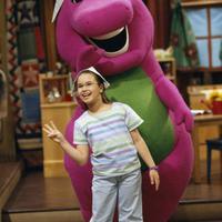 Foto ini diambil saat Demi Lovato tampil dalam acara Barney & Friends. Siapa yang masih ingat acara ini? (PBS/E! News)
