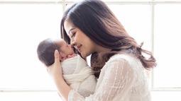 Sebelumnya Tasya Kamila dan Randi Bachtiar telah mempersiapkan diri sebagai orang tua baru dengan mengikuti berbagai kelas parenting. Kelas yang diikuti seperti Couple Yoga, edukasi newborn care, dan pentingnya pemberian ASI. (Liputan6.com/IG/tasyakamila)