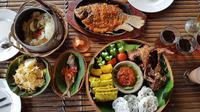 Lawuh Ndeso sudah menjadi jujugan wisata kuliner dengan menghadirkan keunikan tersendiri dalam penyediaan menu dan layanan ke pelanggan.