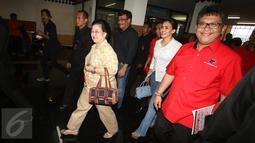 Ketua Umum DPP PDI Perjuangan Megawati Soekarnoputri saat membuka kegiatan Try Out Nasional SBMPTN 2016 di GOR Ciracas, Jakarta, (21/5). Try Out Nasional yang digagas PDIP tersebut diikuti kurang lebih 200 ribu peserta. (Liputan6.com/Immanuel Antonius)