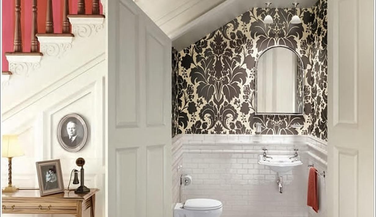 7 ide desain kamar mandi mungil di bawah tangga - fashion fimela