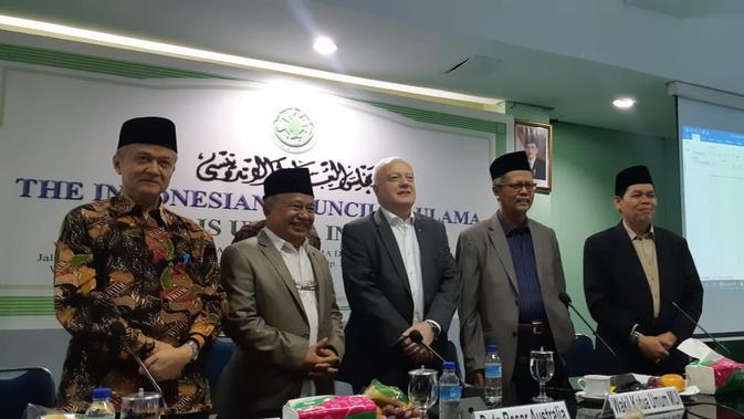 Duta Besar Australia untuk Indonesia, Gary Quinlan (tengah) bersama para petinggi Majelis Ulama Indonesia (MUI) di Jakarta, (19/3/2019) (Rizki Akbar Hasan / Liputan6.com)