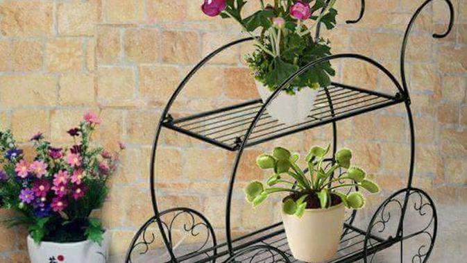 Terbuat Dari Logam Tempat Pot Bunga Ini Keren Mengesankan Fashion Fimela Com
