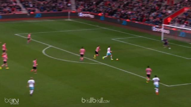 Sempat tertinggal melalui sepakan keras Manolo Gabbiadini, West Ham mampu membalikkan keadaan dengan skor 3-1. (Ballball Video)