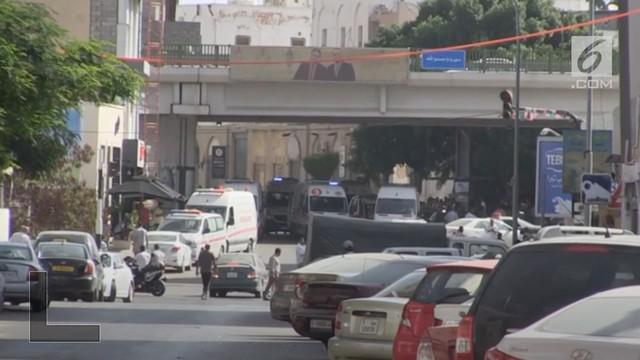 Enam orang bersenjata dilaporkan telah menyerbu markas besar National Oil Corporation (NOC) di Tripoli, Libya.