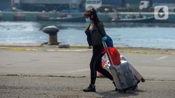 Warga Negara Indonesia (WNI) yang menjadi anak buah kapal Kapal Pesiar MV Dream Explorer tiba di Pelabuhan Tanjung Priok, Jakarta, Rabu (29/4/2020). Ratusan WNI ABK itu langsung menjalani rapid test Covid-19, sebelum dibawa menuju hotel untuk menjalani isolasi mandiri. (merdeka.com/Imam Buhori)