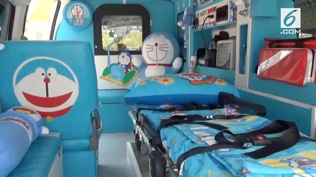 Sebuah lembaga nirlaba di Thailand menciptakan ambulans unik. Interior ambulans disulap dengan pernak-pernik Doraemon.