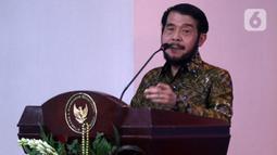 Ketua MK Anwar Usman memberikan sambutan saat acara Pisah Sambut Hakim MK di Gedung MK, Jakarta, Selasa (7/1/2020). Suhartoyo kembali dilantik menjadi Hakim MK, sedangkan I Dewa Gede Palguna digantikan Daniel Yusmic. (Liputan6.com/Johan Tallo)