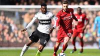 Gelandang Liverpool, Adam Lallana, mengaku belum memikirkan untuk hengkang karena masih memiliki 1 tahun kontrak. (AFP/Glyn Kirk)
